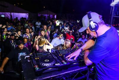 10 Tips for DJ's playing at a Silent Disco